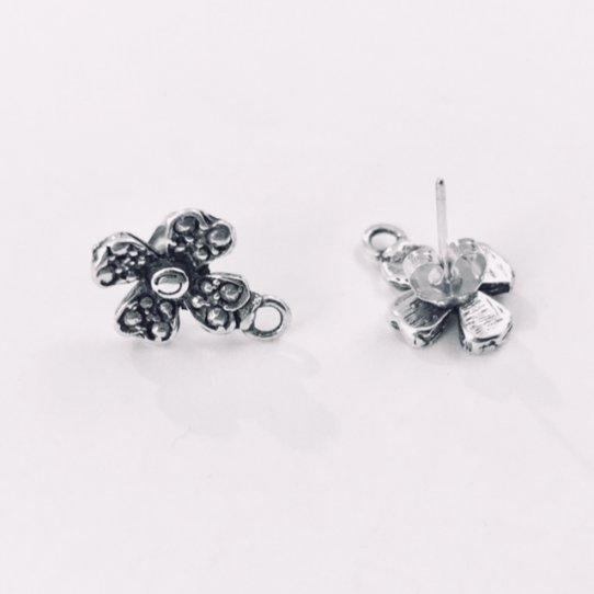 Boucles d'oreilles à clous forme fleur