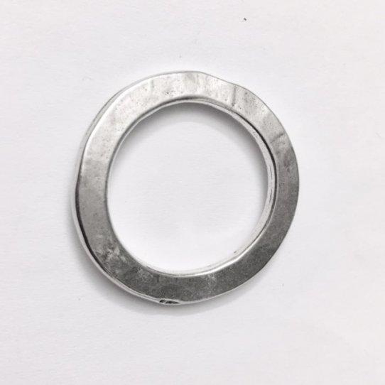 Cercle martelé en étain plaqué argent 34 mm, épaisseur 2.20 mm, cercle intérieur 23 mm
