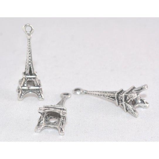 Pendant la Tour Eiffel
