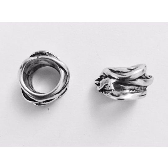 Perle irrégulière de 13 mm de diamètre, 8 mm cercle intérieur