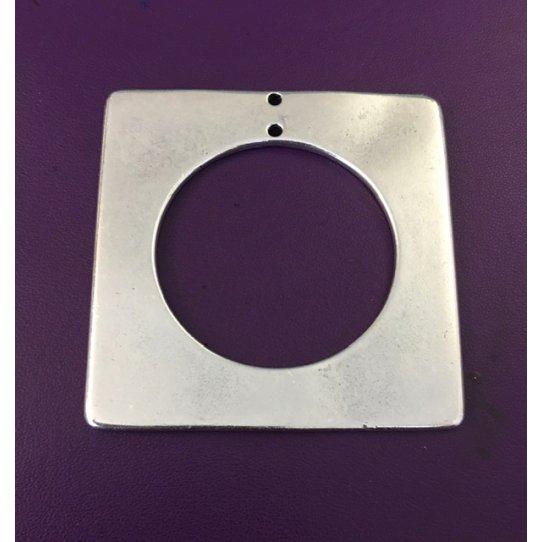 Grand pendant carré avec cercle evidé dedans 7 x 7 cm